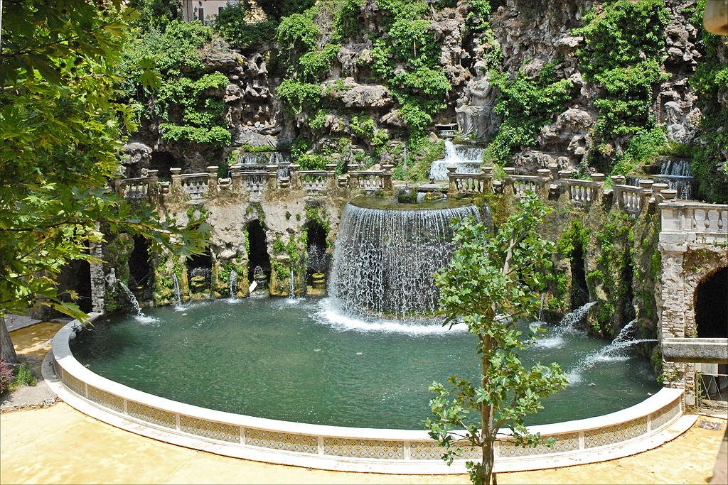 """La fontana dell'Ovato est l'un des premiers """"théâtres d'eau"""" du monde, c'est à dire un lieu conçu pour des spectacles aquatiques à la Villa d'Este à Tivoli près de Rome. Photo de Jean Pierre Dalbéra."""