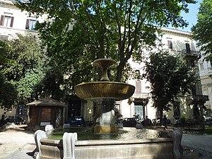 Torre Orsaia - Fountain in Cairoli Square