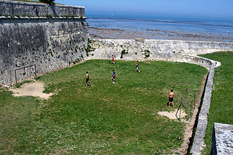 Football terrain insolite (cropped).jpg