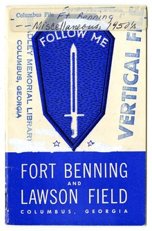 Een pamflet over Fort Benning en Lawson Field