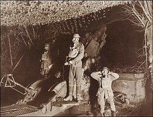 2nd Siege Artillery Battery (Australia) - Image: Frank Hurley Australian 9.2inch Howitzer Gunners In Gas Masks