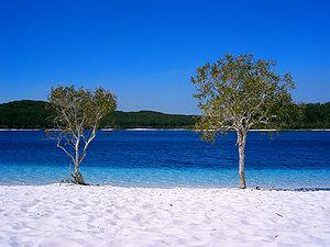 Lake McKenzie - Lake beach, 2004
