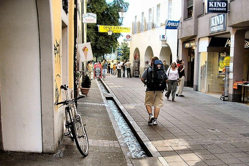 Friburgo Ruscelli nel Centro -- Freiburg with the city center streams.jpg