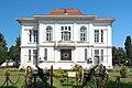 Front view of Mianposhte palace.jpg