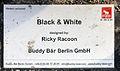 Gedenktafel Kurfürstendamm 59 (Charl) Buddy Bär Black & White.jpg