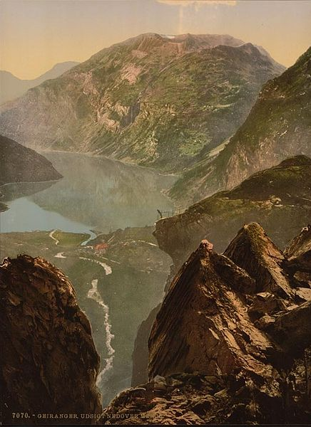 Fil:General view towards Merok Geiranger Fjord Norway.jpg