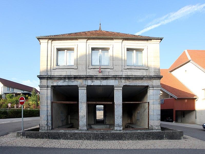 Mairie-lavoir de Gennes (Doubs).