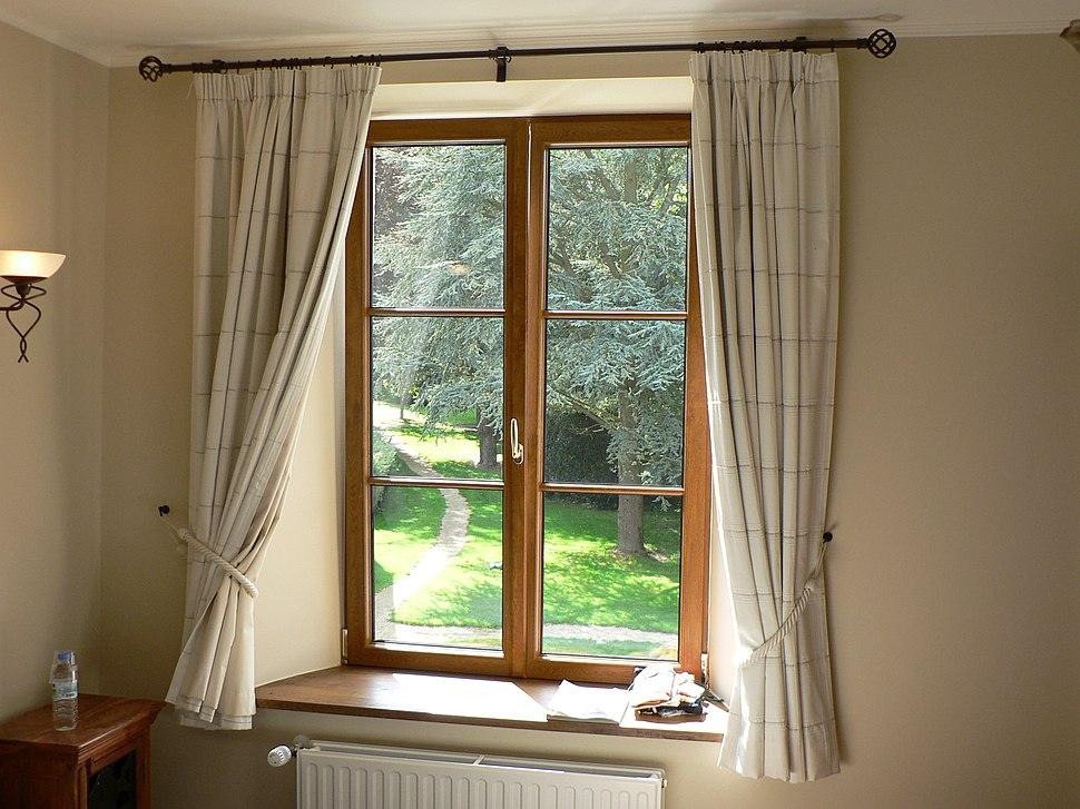 Gordijnen aan venster