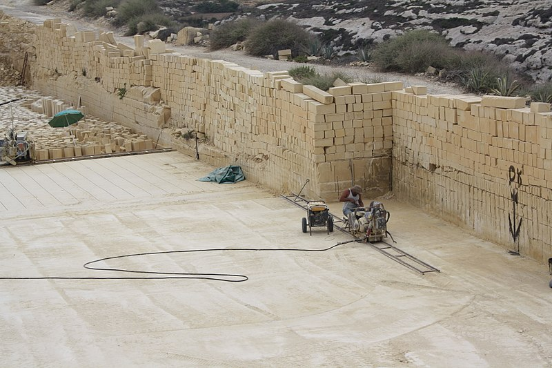 Gozo, limestone quarry - cutting the stone.JPG