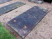 Grabplatte Lebrun, Grabmal–Freilichtmuseum Heckengarten (Quelle: Wikimedia)