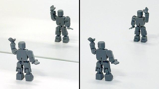 Spiegelbild einer Figur und zwei gegenüberstehende Figuren
