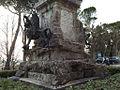 Grifo stritola tiara papale.jpg