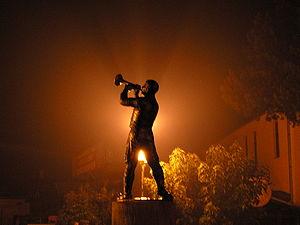 Guča Trumpet Festival - Image: Gucastatue