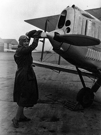 Hélène Boucher - Boucher with her Cirrus-powered Avro Avian