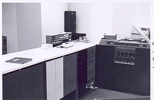 Honeywell 200 - System console, left, (shown with IBM 1402 card reader/punch).
