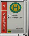 Haltestellenschild Volmerswerth, Hellriegelstr (Detail).jpg