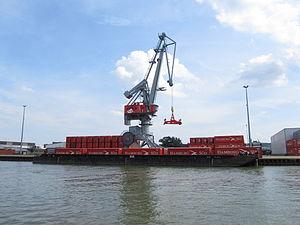 Hamburg Süd Container in Hannover-Nordhafen.JPG