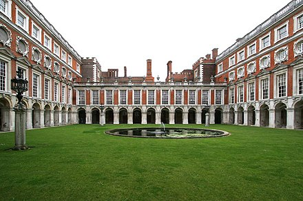 "The Fountain Court designed by Sir Christopher Wren (E on plan): ""Startling, as of simultaneous exposure to a great many eyes with raised eyebrows."" Hampton-Court-E.jpg"