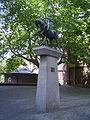Heiliger Georg mit dem Drachen im Hof der Dreieinigkeitskirche in Hamburg-St. Georg.jpg