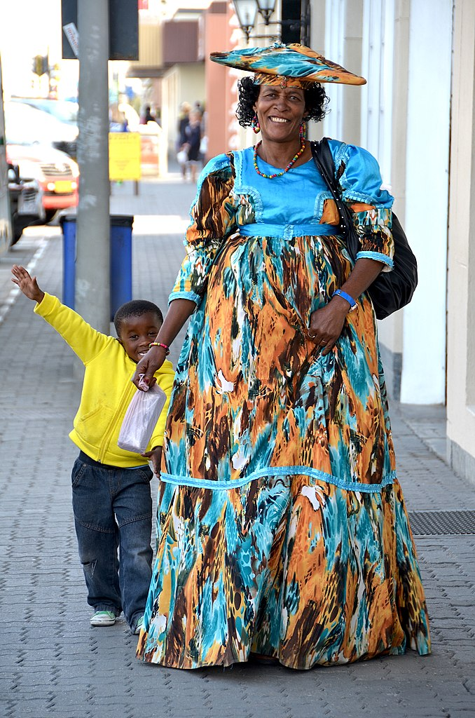 File:Herero woman with son, Namibia.jpg - Wikimedia Commons