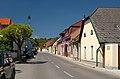 Hernsteiner Straße in Lindabrunn.jpg