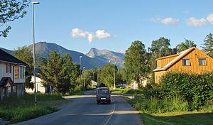 Kjøpsvik - Image: Hovedveien Kjøpsvik med Stetind