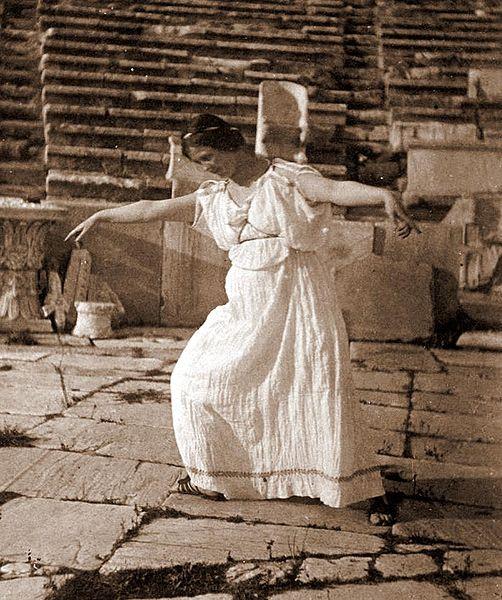 File:Isadora Duncan 1903.jpg