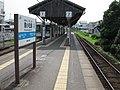 JRShikoku-Mugi-line-M06-Minami-komatsushima-station-platform-20100803.jpg