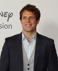 Jake Lacy at TCA 2010.jpg