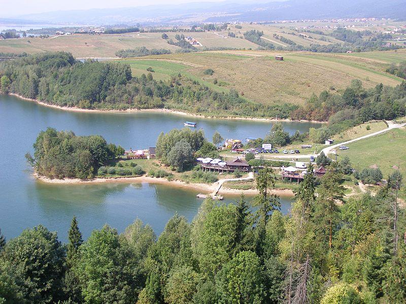 File:Jezioro Czorsztynskie 1.jpg