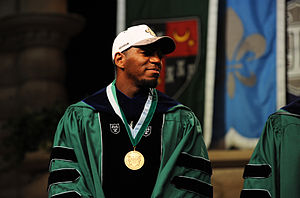 Jonathan Vilma - Vilma at the 2010 Tulane University commencement ceremony