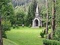 Kapelle im Klosterwald mit Heldenfriedhof 04.JPG