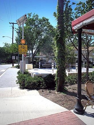 Katy Trail (Dallas) - The Katy Trail where it crosses Knox Street in Knox Park