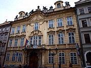 Kaunický palác, Mostecká 01