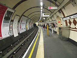 Kentish Town stn Northern line southbound look north