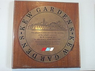 Kew Gardens station (London) - Plaque commemorating the station's reopening by Michael Portillo in 1989