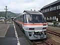 Kiha 85 at Kii-Nagashima Station.jpg