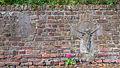 Kirdorf - Theodor-Heuss-Straße 46 Kirche, Alt-Sankt-Willibrordus Grabsteine eingelassen in der südlichen Friedhofmauer.jpg