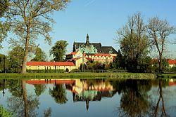 Klasztor w Lutomiersku 02.jpg