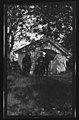Kong Haakon ved Hovin kirke i Ullensaker - negativ - no-nb digifoto 20160415 00318 bldsa EYDE00370.jpg