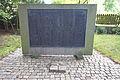 Kriegerdenkmal vor St.-Peter-Paul-Kirche von 1450 in Hermannsburg IMG 1537.jpg