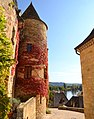 La Roque-et-Cageac, old tower-houses in full autumn glory and the Dordogne river - panoramio.jpg