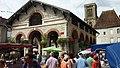 La halle de Gramat en 2012 lors du vide-grenier.jpg