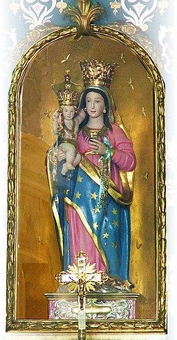 La statua della madonna nella sua nicchia dopo i restauri svolti recentemente