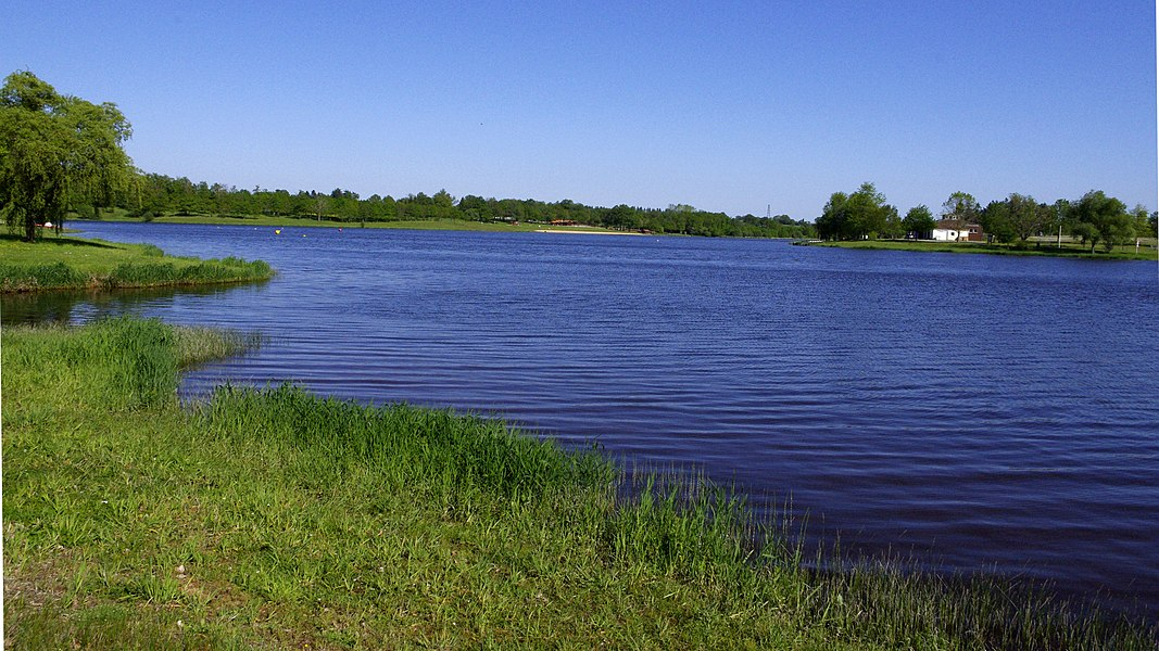 Lac de Lavaud près de la route D 160 en Charente.