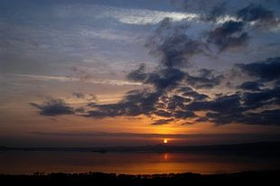 Il lago di Bolsena al tramonto.