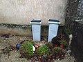 Lavans-lès-Dole - Poubelles cimetière.jpg