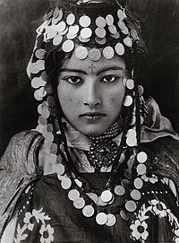 Lehnert Landrock - Ouled Naïl Girl - Algeria - 1905.jpg