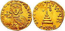 Obverse and reverse of gold coin, with a bearded crowned man holding a globus cruciger and a cross on four steps