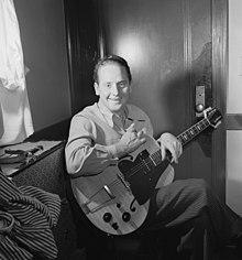 الرسومات الغيتار (الكهربائية) 220px-Les_Paul,_ca._Jan._1947_(William_P._Gottlieb_07001).jpg